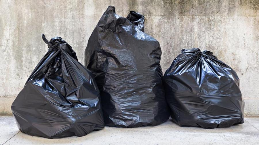 Familia recoge bolsas de basura y encuentra un millón de dólares