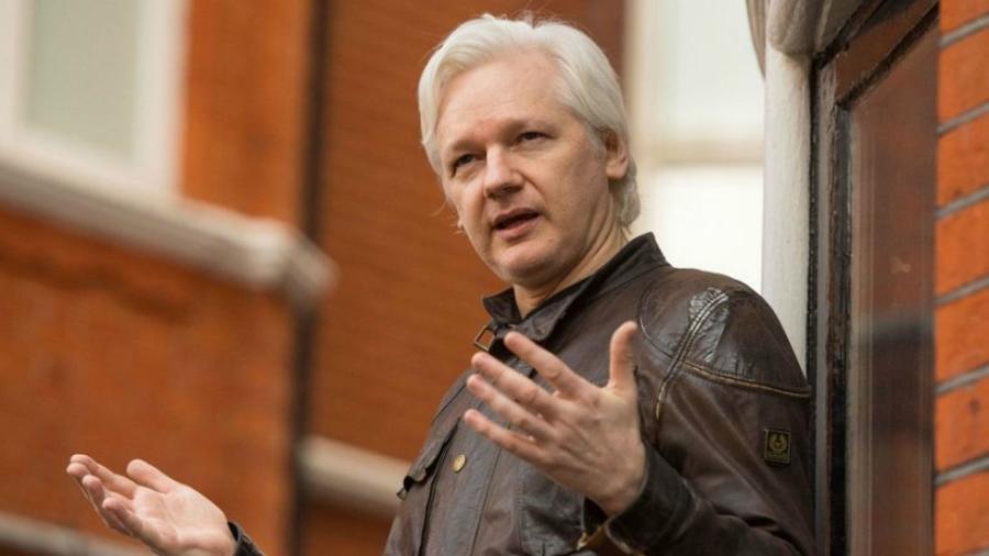 Revoca Ecuador nacionalidad a Julian Assange
