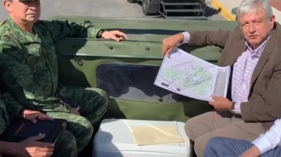 AMLO recorre base militar de Santa Lucía