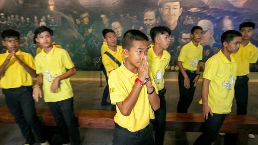 """Los """"niños de la cueva tailandesa"""" dan las gracias casi un año después del rescate"""