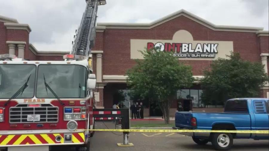 Se registra incendio en tienda de armas