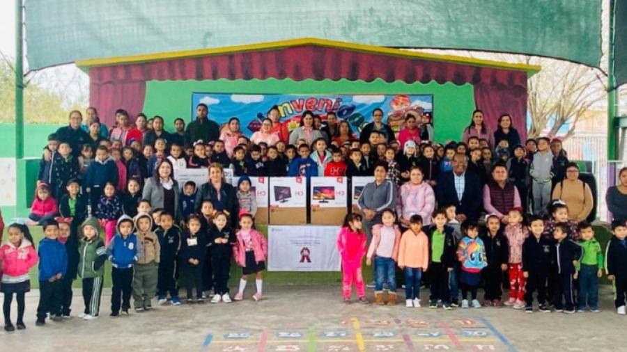 Entregan apoyos a planteles educativos, autorizados por el alcalde Mario López