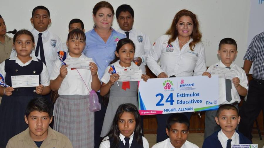 Entrega Rosy estímulos educativos a Pannarti