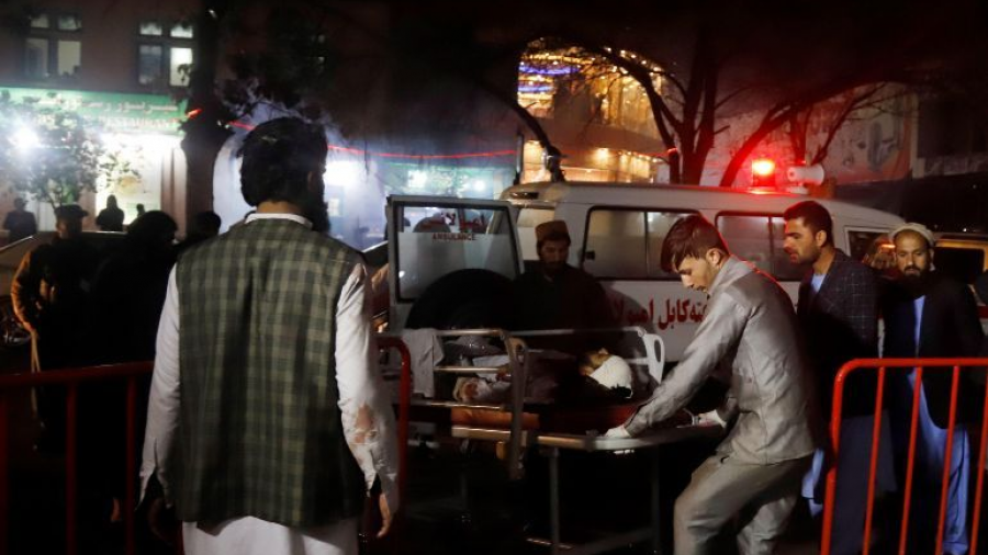 Se eleva a 62 el número de muertos tras atentado en mezquita de Afganistán