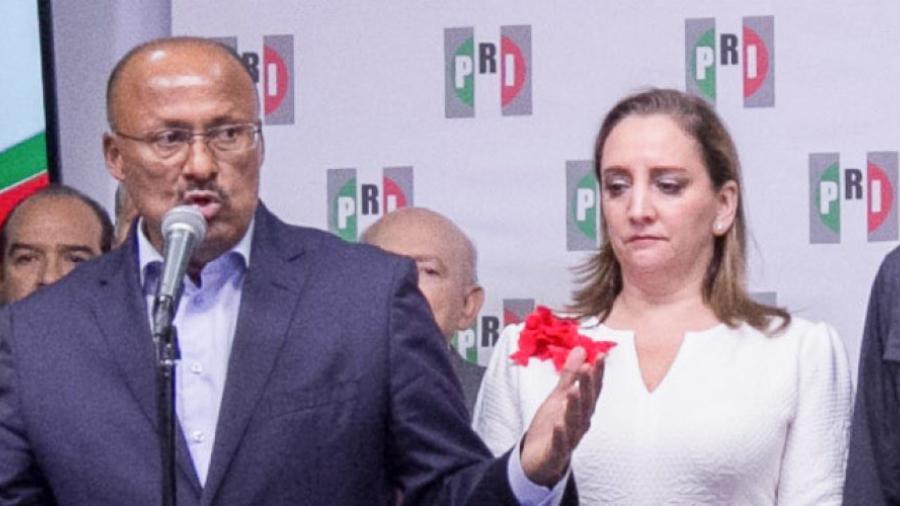 René Juárez deja dirigencia del PRI, queda Claudia Ruiz Massieu
