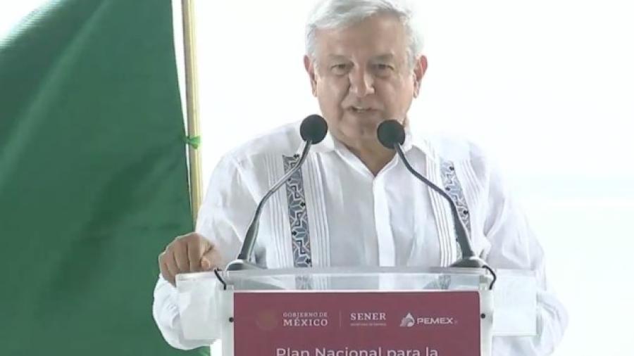AMLO llama a acabar con la corrupción en Pemex