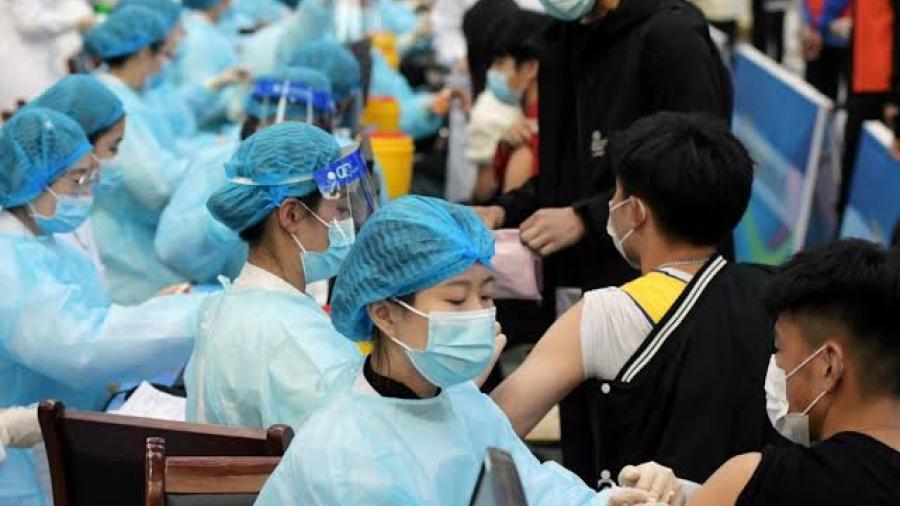 China ha aplicado más de mil millones de dosis contra el coronavirus