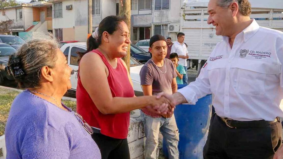 Gobierno de Adrián Oseguera atiende necesidades en colonias maderenses