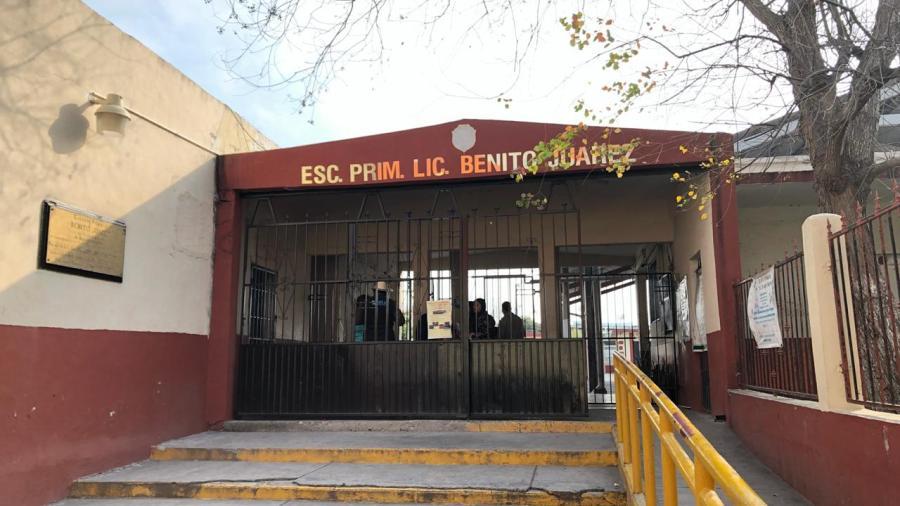 Solicitan a supervisora desaloje la escuela Benito Juárez