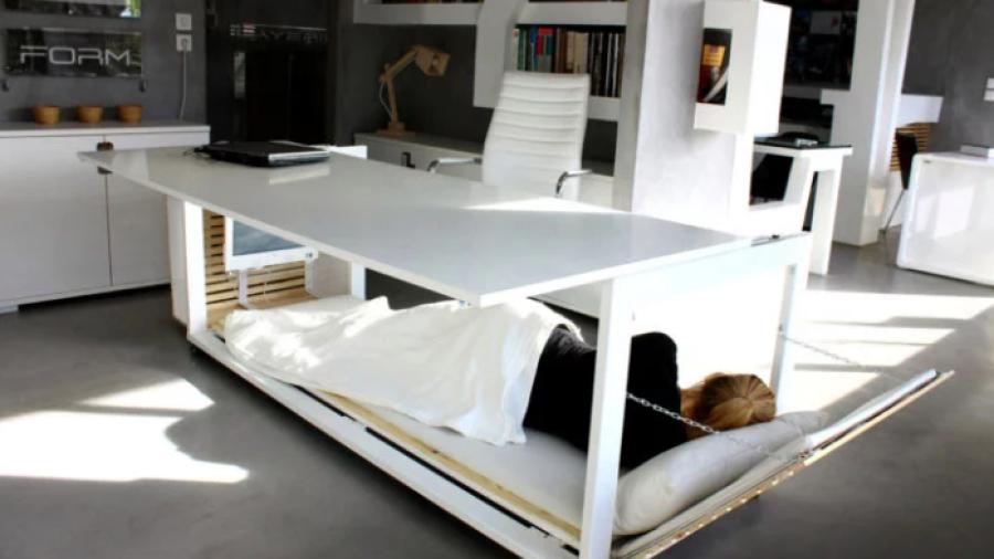 Mujer diseña un escritorio ¡Que se convierte en cama!