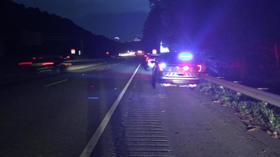 Piden en Georgia se regrese dinero que cayó de camión en carretera