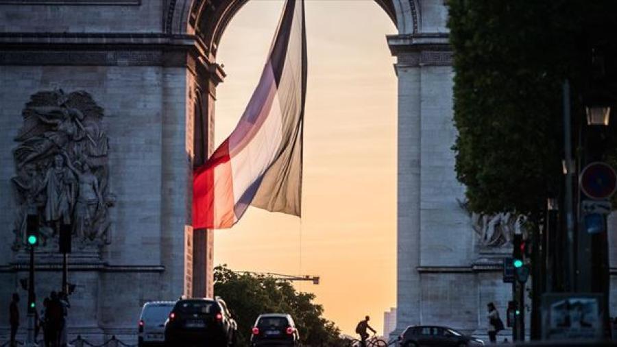 Francia levanta restricciones ante la disminución de casos de Covid-19