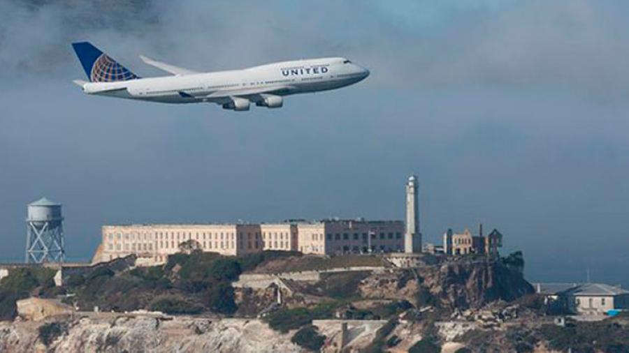 Avión vuela en el tiempo, despega en el 2017 y aterriza en el 2016