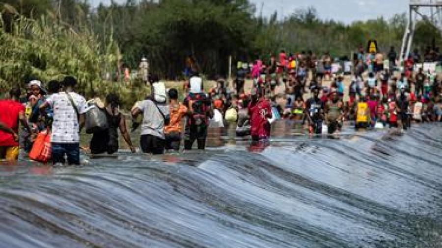 Del Río cierra puente fronterizo ante posible llegada de migrantes haitianos buscando asilo