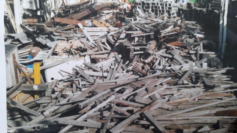 Denuncian peligroso acumulamiento de madera de desecho
