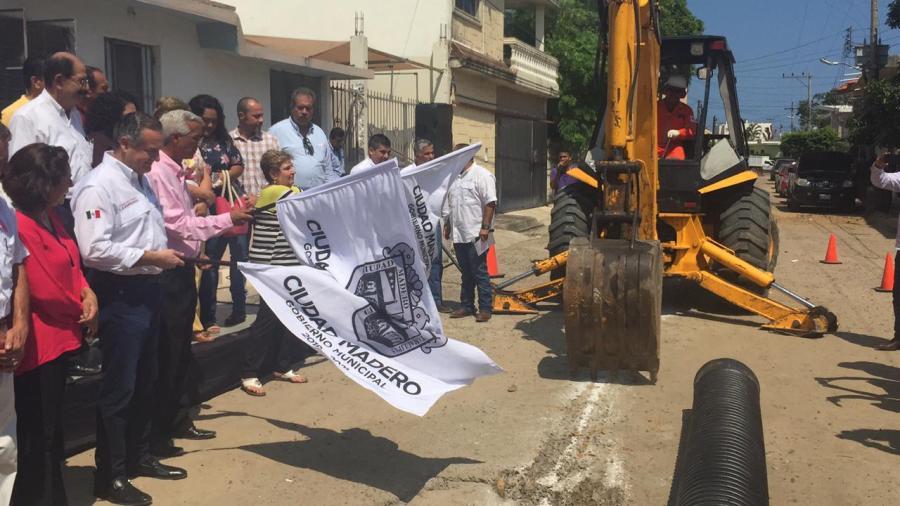 Oseguera pone en marcha trabajos hidrosanitarios