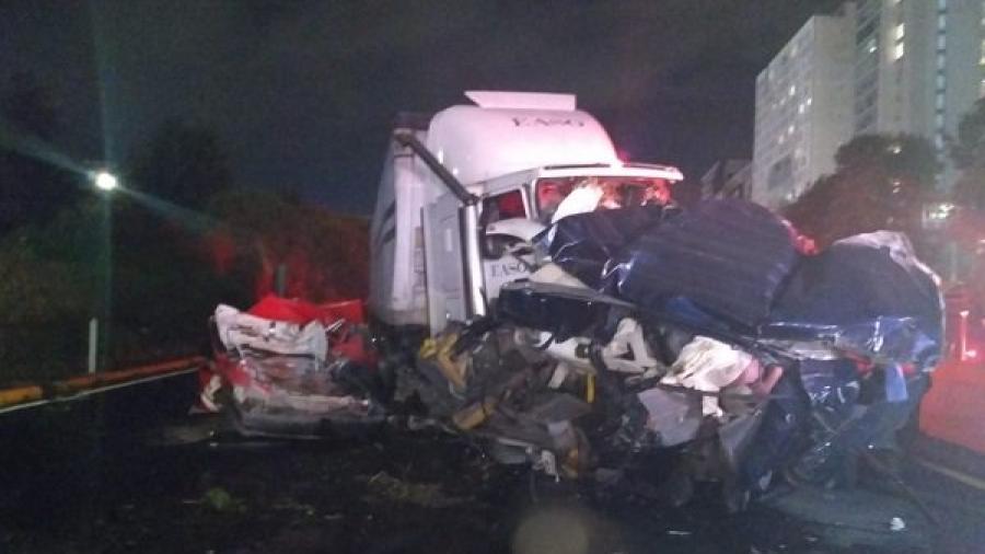 Aparatoso accidente en la México-Toluca deja 9 muertos