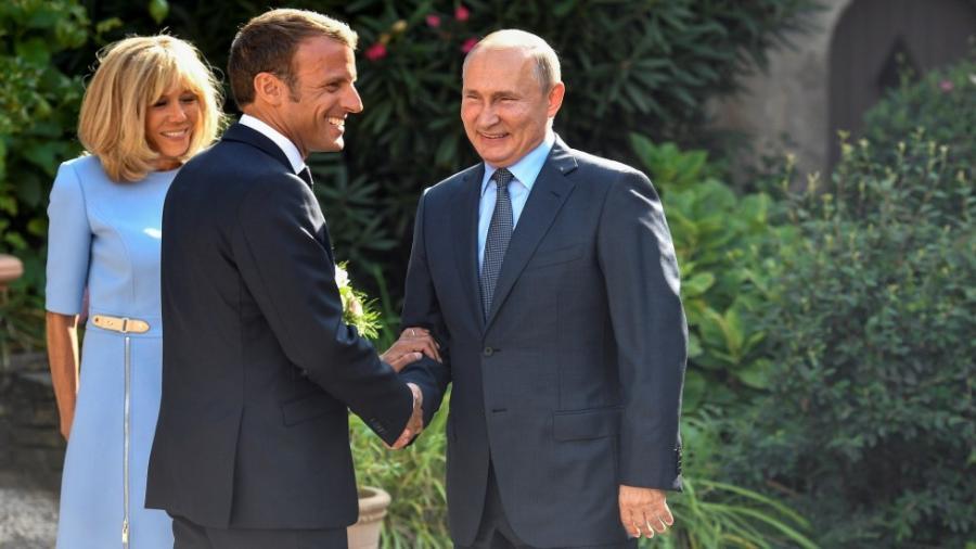 Emmanuel Macron y Vladimir Putin se reúnen en Francia