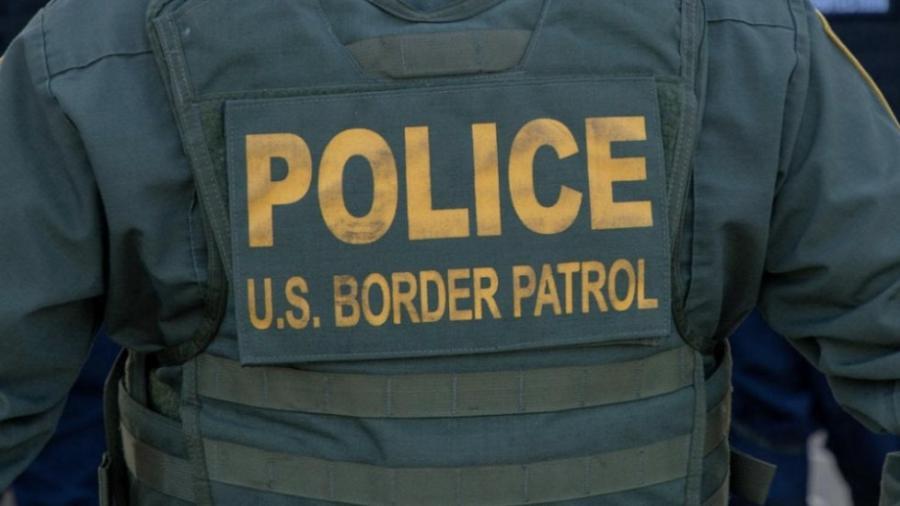 Migrante denuncia acoso de agente estadounidense