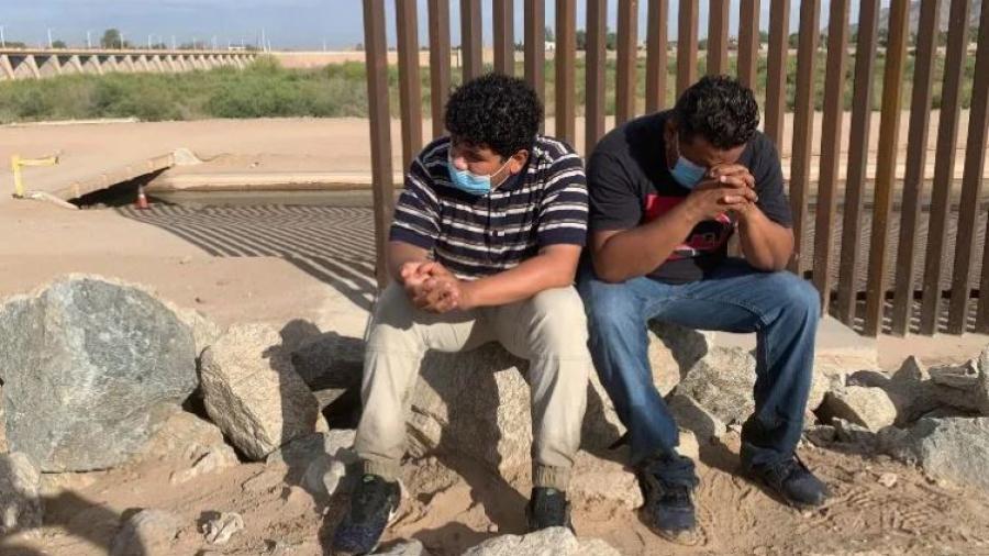 Encuentran autoridades de EU más de 200 migrantes hacinados en la frontera con Cd. Juárez