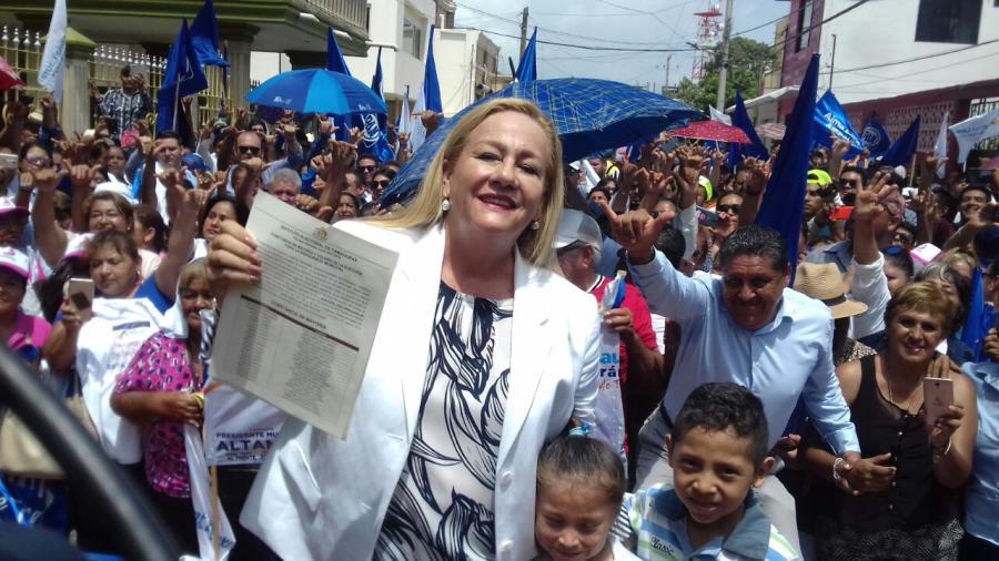 Entregan constancia de mayoría a Alma Laura Amparán como alcalde electo