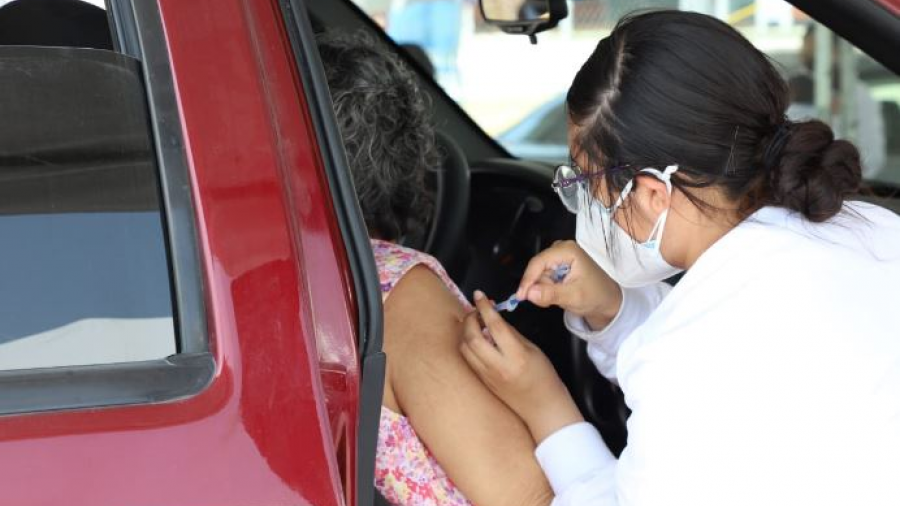 Vacunan a adultos mayores en Auditorio Municipal, Cuartel Militar y Parque Cultural Reynosa