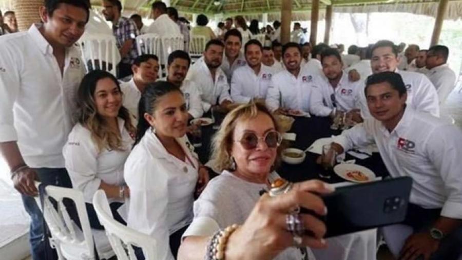 Reaparece en Chiapas Elba Esther Gordillo