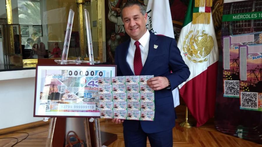 Oseguera ubica a Madero en  plano Nacional; aparece municipio en billete de lotería