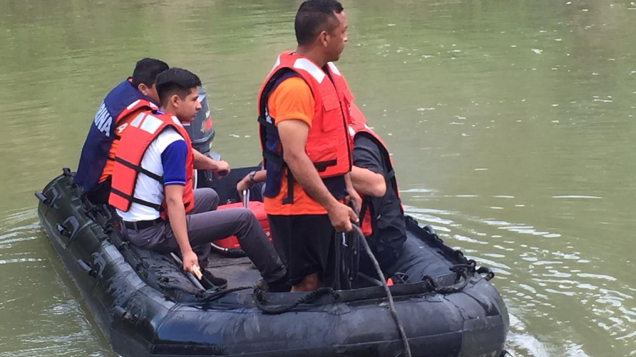 Realizan alumnos del Cobat 02 muestreo del agua del Río Bravo