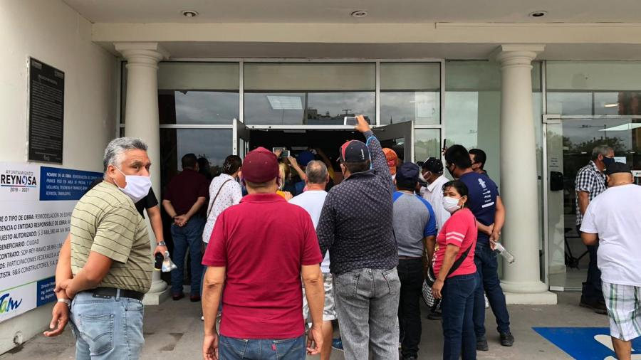 Tianguistas se manifiestan en la Presidencia Municipal