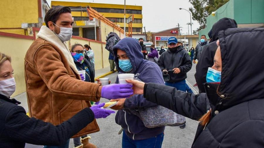DIF Reynosa reparte cobijas y alimento caliente a personas vulnerables ante las bajas temperaturas