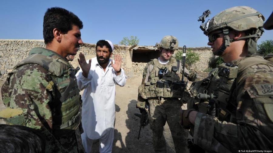 Evacuan a afganos que trabajaron con Estados Unidos durante la guerra