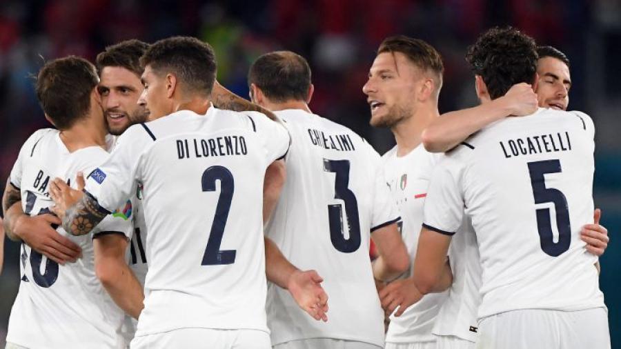 Italia arranca la Euro con victoria ante Turquía