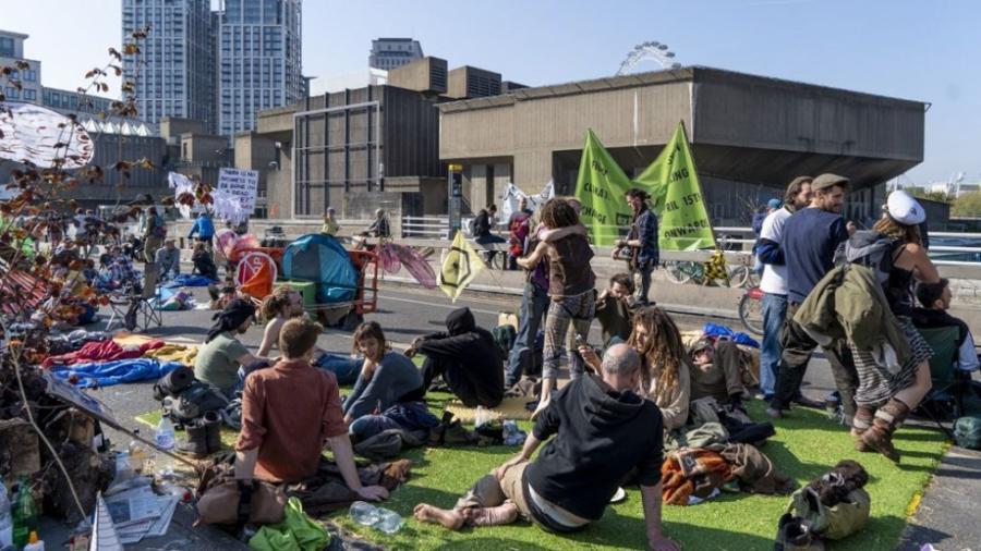 Van seis días de bloqueos en Londres por movimiento ambientalista