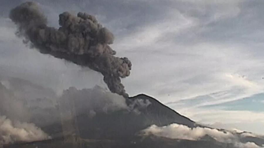 Popocatépetl registra explosión de casi tres kilómetros de altura