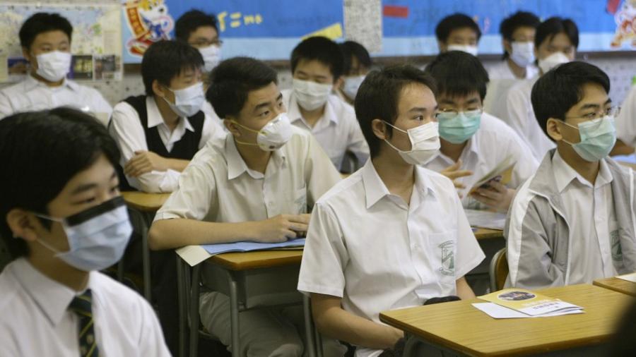 Hong Kong cierra de nuevo escuelas por repunte de contagios de Covid