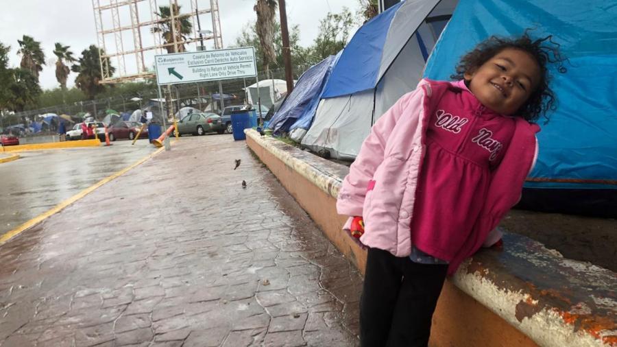 Migrantes en Matamoros expuestos a la lluvia y al frío