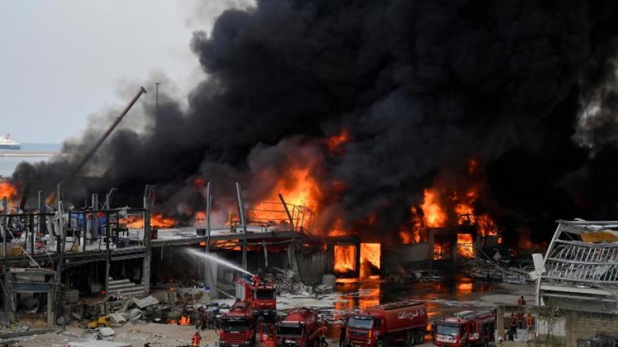 Se registra incendio en puerto de Beirut