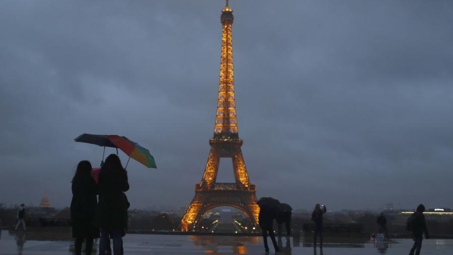 Inician plan para mejorar y reducir largas filas en la Torre Eiffel
