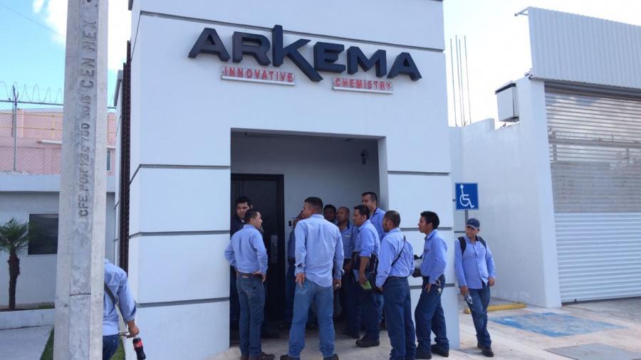 Obreros paran labores en Arkema