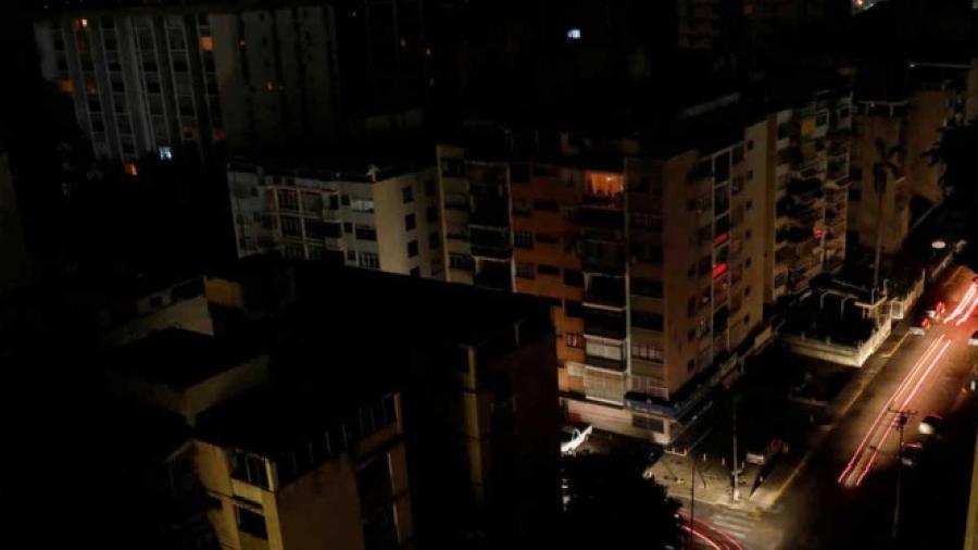Arrestan a dos personas por provocar apagón en Venezuela