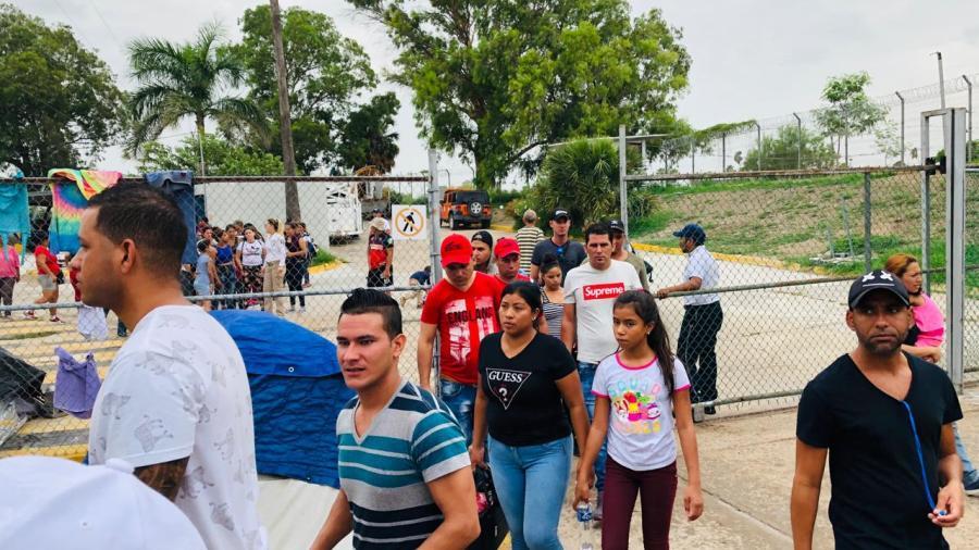 Gestionan un camión con regaderas para migrantes
