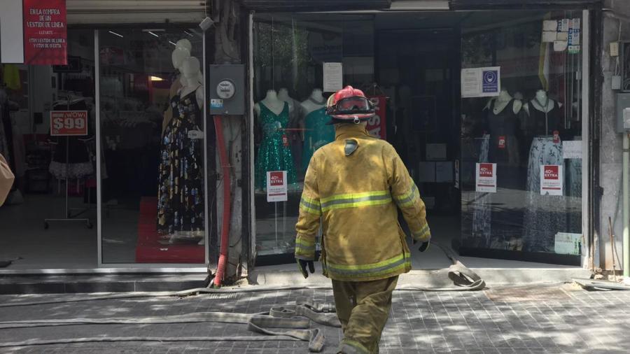 Atiende PCyB incendio en boutique de la Peatonal Hidalgo
