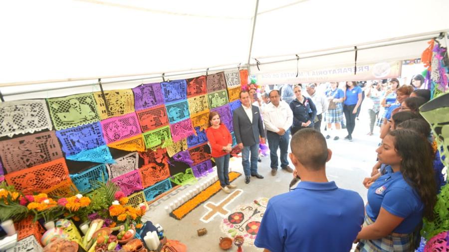 Desfile de Catrinas enaltece tradiciones mexicanas