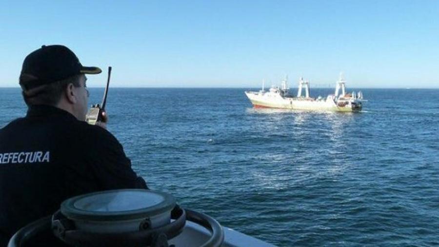 Se hunde pesquero chino y salvan a tripulantes