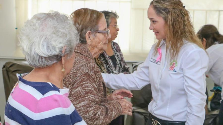 Convive la Presidenta del DIF Madero con abuelitos de la Estancia Diurna