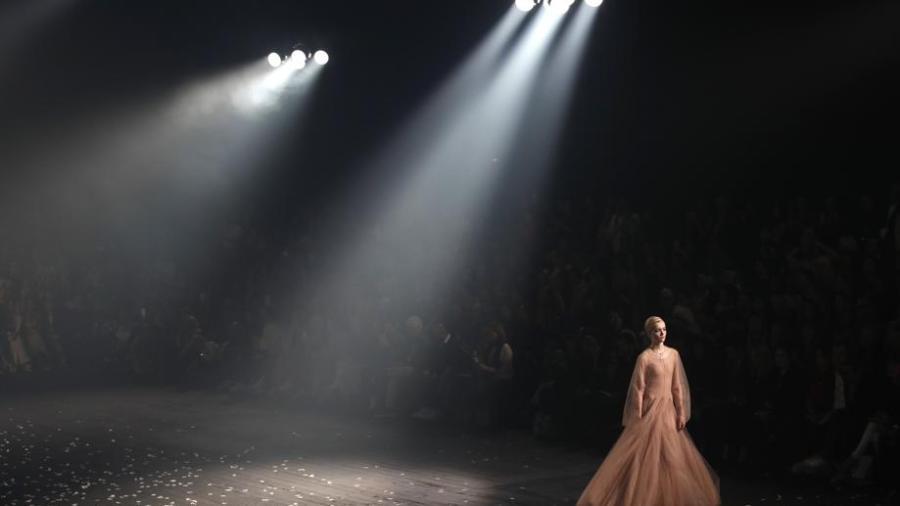 Dior arranca Paris Fashion Week con danza
