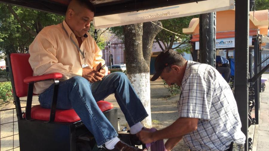 Aseadores de calzado temen ser desalojados de la plaza principal