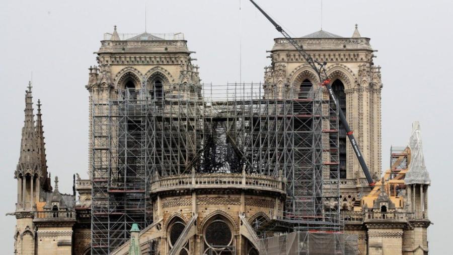 Encuentran colillas de cigarro en los andamios de Notre Dame