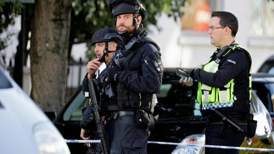 """Policía británica bloquea una zona aledaña a Downing Street por un """"objeto sospechoso"""""""